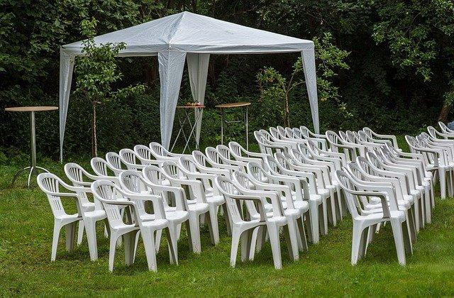 Pojistěte si svatbu pod širým nebem kvalitním nůžkovým stanem