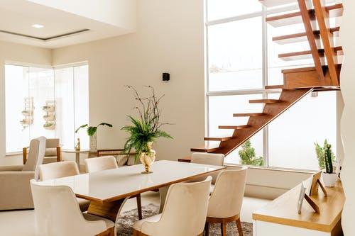 Vybíráte schodiště do interiéru? Dobře si promyslete, jak chcete, aby vypadalo!